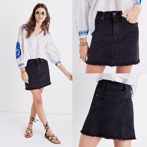 Madewell Raw-Hem Jean Skirt in Washed Black Size 31